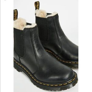 Dr. Martens Chelsea boots Leonore Sherpa boots